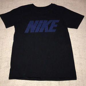 The Nike Tee short sleeve shirt